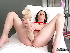 Marry Finds Out How Heavy Her Pussy Gets When Stretched