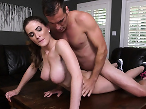 Inviting rump minx Molly Jane spunks while riding