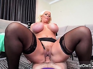 Muscle milf squirt Step Mom's Fresh Fuck Plaything