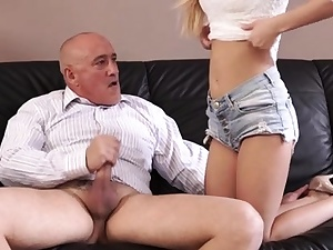 Delightful blondie chick 's puss is pounded well